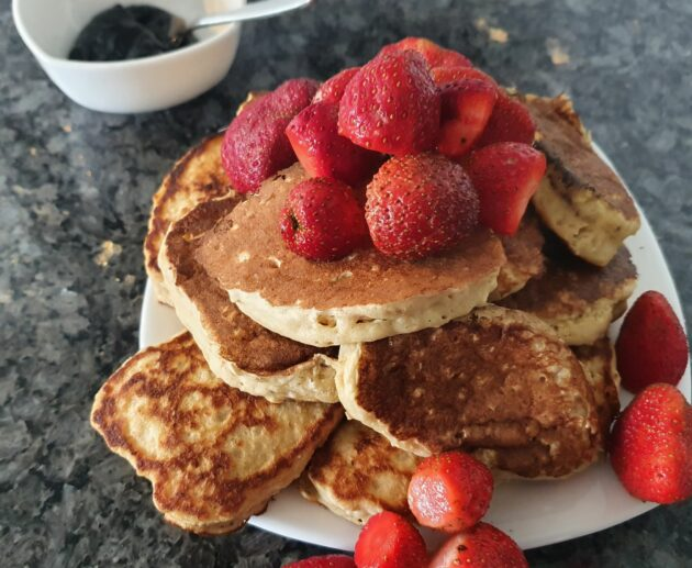 Banana Pancakes -Healthy Quick Pancakes MomMadeMoments