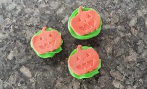 Halloween cupcakes fondant pumpkin