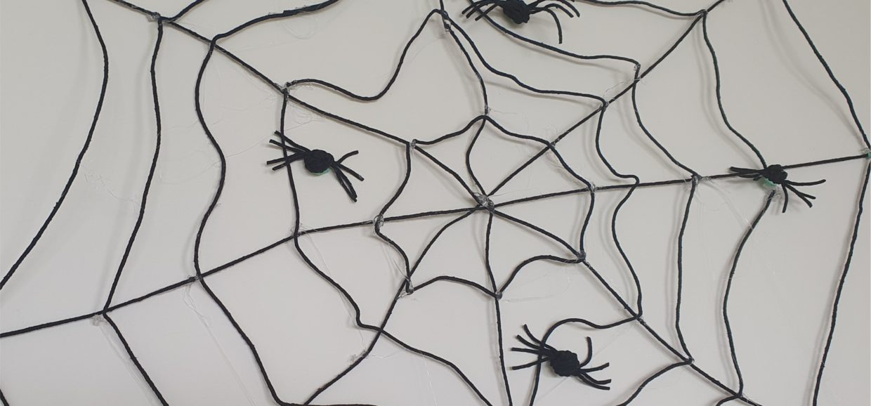Spider Web and Spiders made from string easy Halloween decorations3