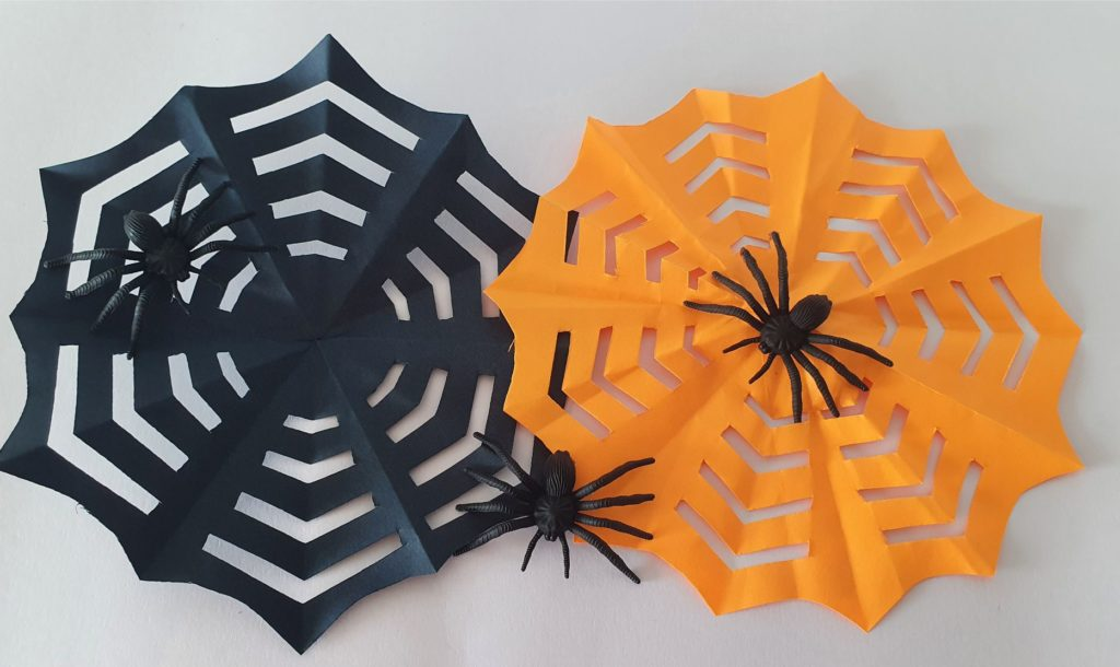 Spider web Halloween how to cut origami art