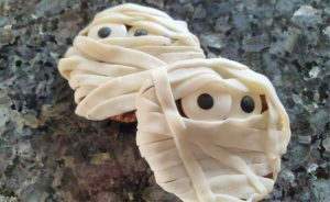 mummy cookies easy halloween snack food