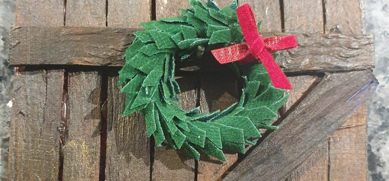 Magic elf door nissedør -fun for kids in december christmas elf clothes