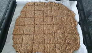 Gluten Free Vegan crackers. Easy Recipe.