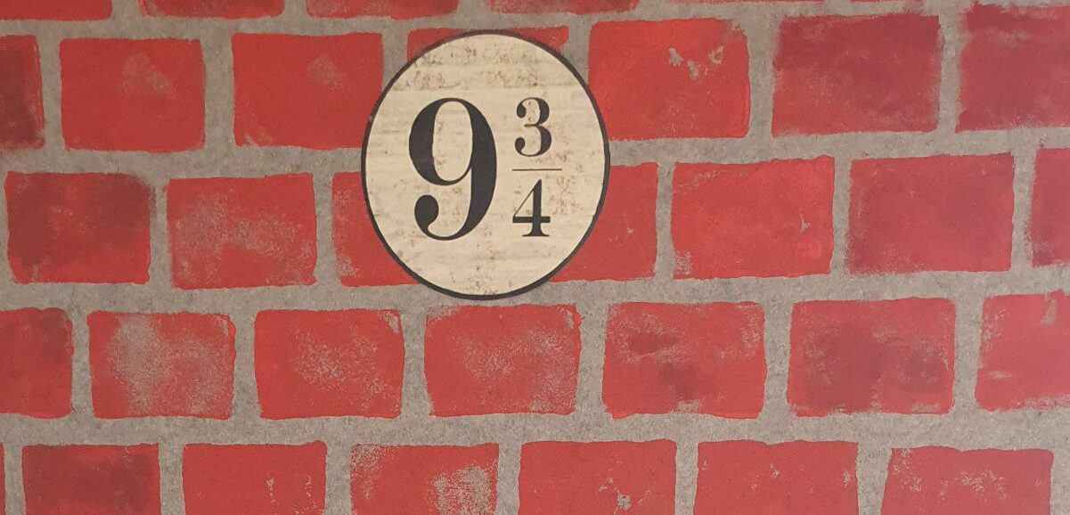 Harry Potter Party Decorations Platform 9 3-4 brickwall diy