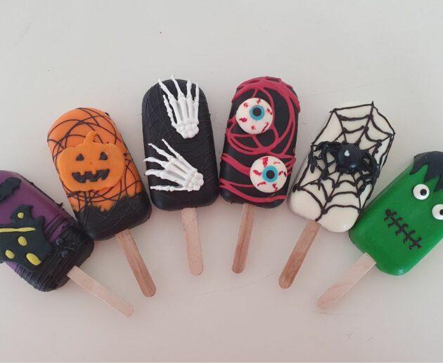Spooky Halloween Cakesicles