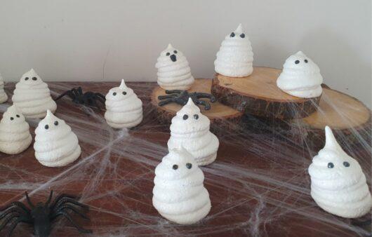 Merengue ghosts for halloween